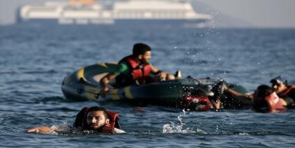 غرق مركب يقل ٤٥ لاجئا سوريا قرب السواحل التركية!