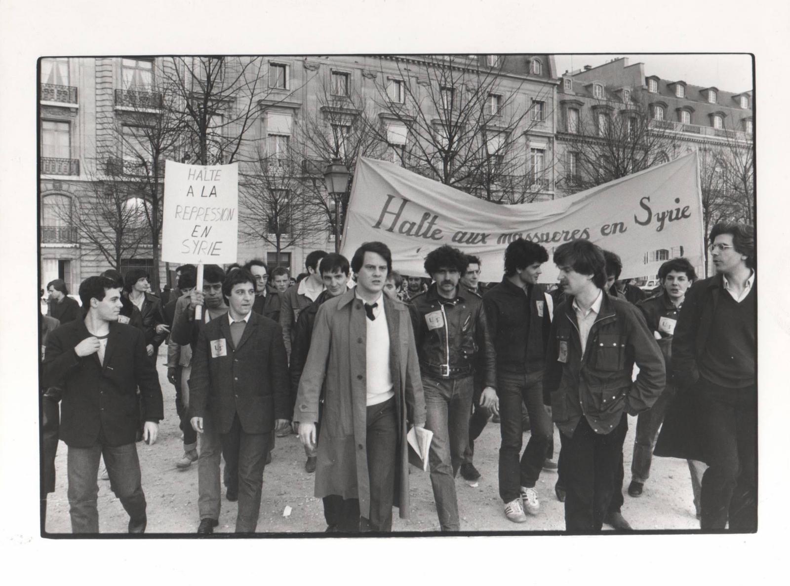 مظاهره مرخصة لمعارضين سوريين في ساحة السان جرمان في باريس أذار ١٩٨٢