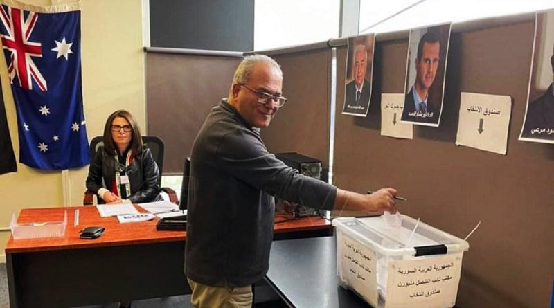 أحد الناخبين في انتخابات الأسد بالخارج
