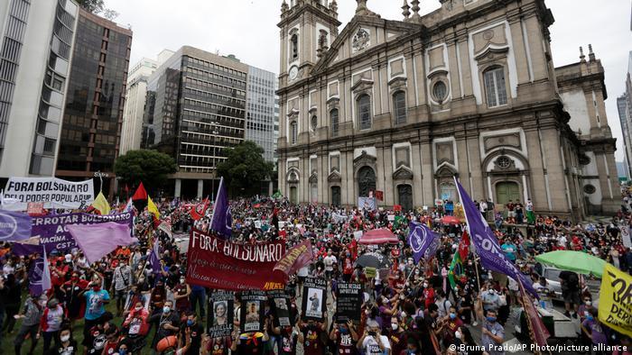 مظاهرات في ريو دي جانيرو ضد الرئيس بولسونارو بعد تجاوز وفايات كورونا نصف مليون شخص (19 يونيو 2021)