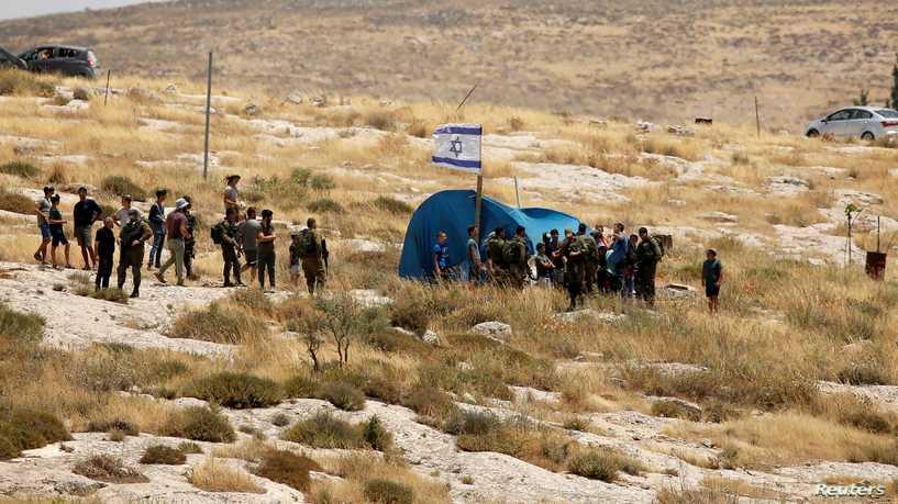 الجيش الاسرائيلي يزيل المستوطنة الاسرائيلية