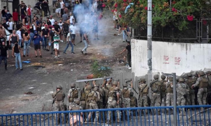 احتجاجات  وفوضى في لبنان
