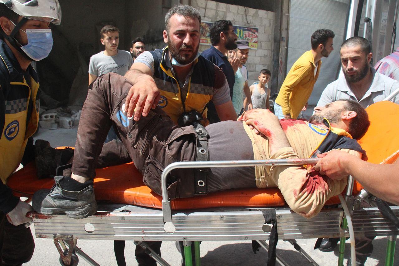 انتشال الجرحى والمصابين  في قرية سرجة جراء قصف قوات النظام _السوري اليوم