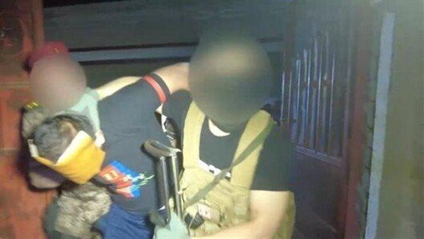 لقطة من فيديو نشرته الخلية الامنية للحظة الاعتقال_انترنت